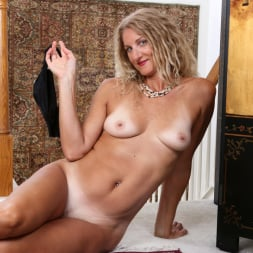 Zoe Marks in 'Anilos' Sexy Mature (Thumbnail 12)