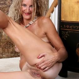 Zoe Marks in 'Anilos' Sexy Mature (Thumbnail 15)