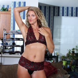 Zoe Marks in 'Anilos' Toy Lover (Thumbnail 5)