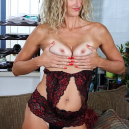Zoe Marks in 'Anilos' Toy Lover (Thumbnail 7)
